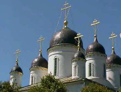 Действующий стринный храм Белой Троицы