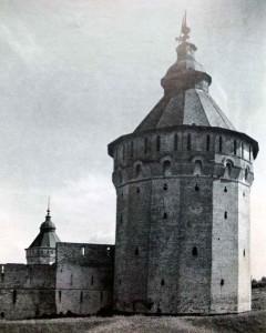Южная башня Спасо-Прилуцкого монастыря