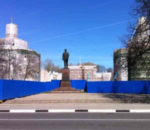 Памятник М.Калинину у Путевого дворца